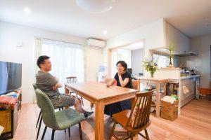 和室付リビングに家族が集う2世帯住宅